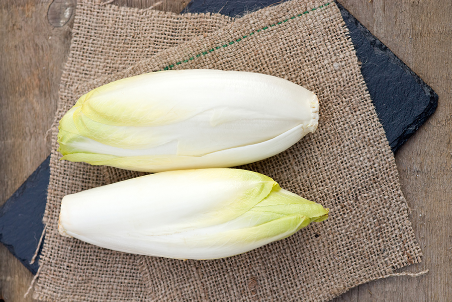 Endive with tomato